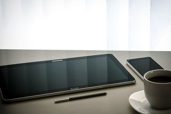 moderner Arbeitsplatz mit Tablet