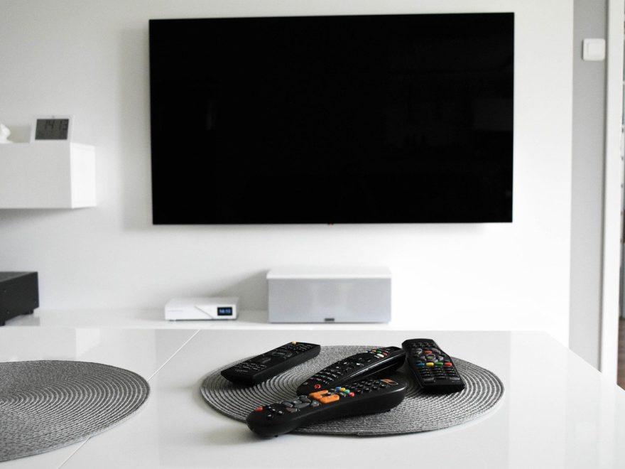 Fernseher oder Beamer für das Heimkino